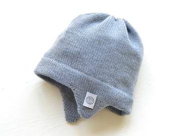 Hellblaue Baby Mütze mit Ohrenklappen, Fliegermütze, 100 % weiches Merino Garn