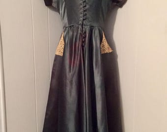 1940s Vintage Green Silk Dress with Lace Collar
