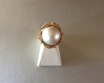Mother of Pearl Twisted Bezel Set Ring 14K Yellow Gold