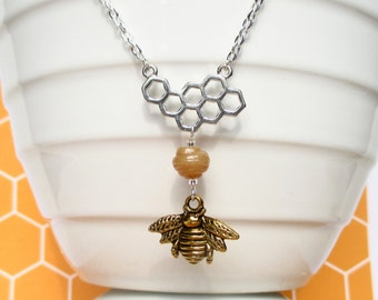 Honeycomb necklace with gold honey bee - Bee jewellery - Honey bee necklace - Bee keeping gift - Honeycomb jewellery - Gift for her - UK