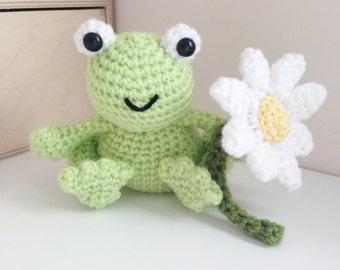 Cute crochet frog and daisy