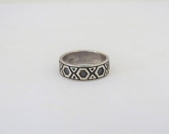 Vintage Sterling Silver XOX Hug Band Ring Size 7