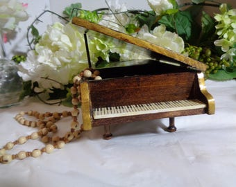 """Let Me Call You Sweetheart Artisan Hand Crafted Wood """"Baby Grand Piano"""" Jewelry/Music Box Young Girl Musical Student"""