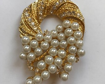 ON SALE!! Large Vintage Faux Pearl and Rhinestone Gold Tone Brooch
