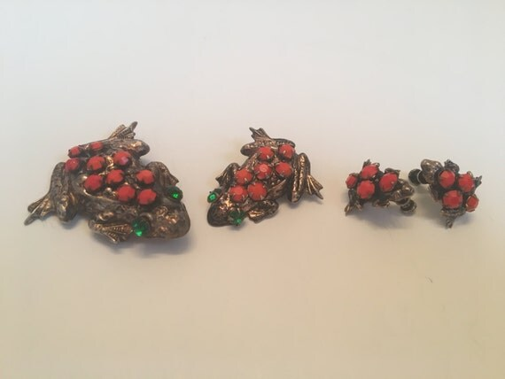Antique 2 Frog Broooches  and Screw Back Earrings Gold Metal with Orange Stones with Green Rhinestone Eyes
