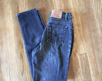 Sz 28 / 6 Levis High Waist Mom Jeans Black