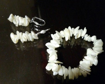 Stretchy seashell bracelet and matching earrings