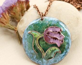 Purple tulip round pendant, spring flower, botanical jewelry, gift for her, flower gift, flower pendant, purple flower pendant