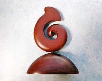 Wood spiral carving statue. W13