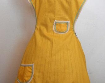 Retro Yellow Scalloped Vintage Apron