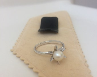 Sterling silver and pearl ring size 7 1/2