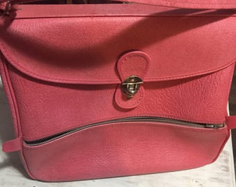1950's-1960s pink man made leather carry-all
