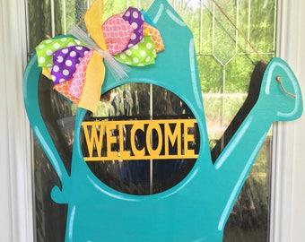 Water can door hanger, welcome door hanger, garden door hanger, spring door decor, summer door decor, gardening, water can, door hanger