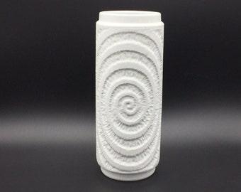 Royal  KPM Porzellan - Kerafina  789 / 22 Bavaria bisque  Mid Century Modern 1970s OP Art Germany   Vase.