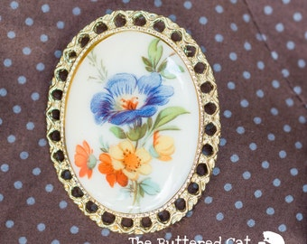 Pretty Vintage Milk Glass Floral Cameo