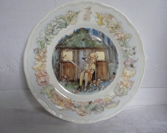 """Royal Worcester 'Peter Pan' Plate 20cms 8"""" 'Peter Keeps Watch' Mabel Lucie Attwell 1988"""