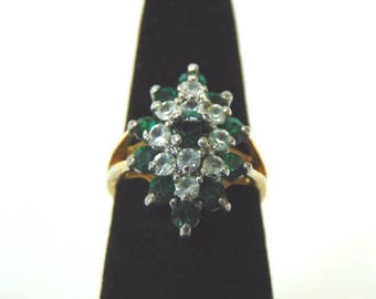 Lovely Women's Vintage Estate 10K Yellow Gold Cluster Ring W/ Clear & Green Stones 3.4g E2018