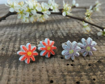 Daisy simple stud earrings, small flower red lilac daisy, nature gift for simple girl, natural clay jewelry eco-friendly eco-consciuos woman