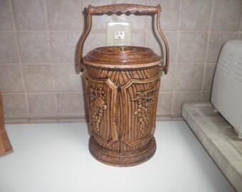 Vintage 10 1/2 inch plastic ice bucket