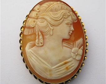 Vintage Cameo of a Lady, mounted in 9ct Yellow Gold, c.1970s