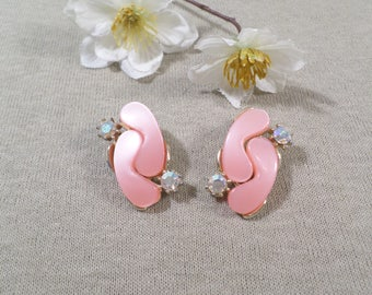 Beautiful Vintage Gold Tone Pair Of Pink Thermoset Clip On Earrings With AB Rhinestones  DL#2673