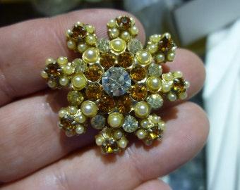 D98 Vintage Rhinestone and Faux Pearls Brooch.