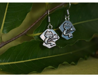 Flora, playful earrings from Tibetan silver