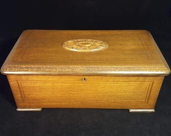 Antique Victorian 6-Tune Swiss Cylinder Oak Inlay Music Box In Excellent Working Condition