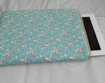 Foxes iPad sleeve-Padded tablet sleeve-Tablet case-Wildlife iPad cover-Zipped tablet sleeve