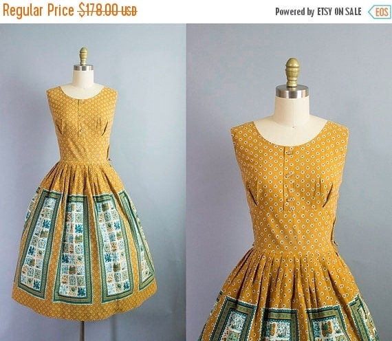 SALE 15% STOREWIDE 1950s floral cotton dress/ 50s shelf bust novelty panel print cotton dress/ medium