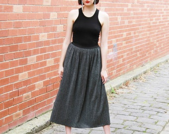 Vintage 1970s SILVER Pleated Skirt / Made in ITALY / Midi Lurex Skirt / Silver Sparkles / 1970s Glitter Skirt / M/L