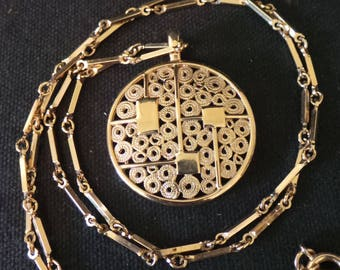 Vintage Signed Sarah Coventry Gold Filigree Circle Geometric Pendant Chain Necklace