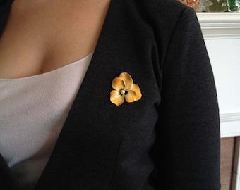 Enamel Brooch Dusty Yellow Pansy Flower Vintage Brooch Vintage Pin Enamel and Metal Flower Brooch