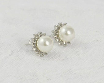 Bridal silver pearl wedding jewelry, stud earrings, Silver Swarovski crystals, Light weight bridesmaid Bridal wedding stud Pearl Earrings