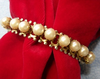 SALE!! Unusual and Stunning Vintage Faux Pearl Bracelet (was 10.00)