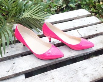 Neon pink 80's shinny vintage high heel pumps,pointed toe size 8.5
