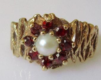 9ct Gold Garnet Pearl Cluster Ring