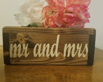 mr and mrs cake stand, Personalized Wedding Cake Stand, vinyl message, Reclaimed wood, Rustic wedding