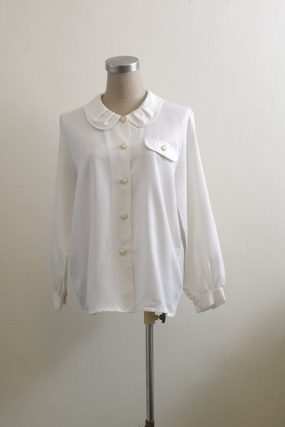 Vintage round collar white blouse with gold tone pearl buttons