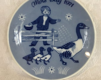 Mother's Day Plate Boy with Geese  Made in Norway 1971 Mors Dag