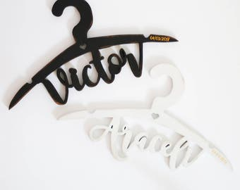 Hangers with name, for brides and grooms.