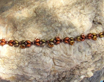 Beadwoven filigree bracelet in copper and gold colors