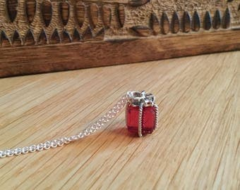 Amici. Silver and red crystal present necklace
