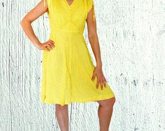 Summer cotton dress with belt  midi yellow polka dot dress Vintage 1960s 60s Dress Size M Medium