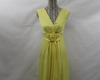 Vintage Women's Yellow Ball Gown Dress Unknown Brand  Size Medium
