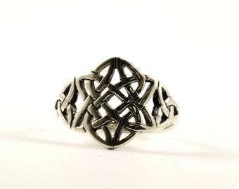 Vintage Celtic Knot Front Design Ring 925 Sterling Silver RG 2167-E