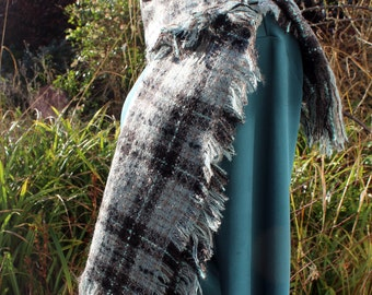 Woollen scarf woven with a soft tartan detail