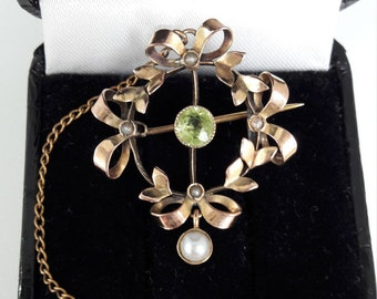 Edwardian 9ct peridot pearl brooch
