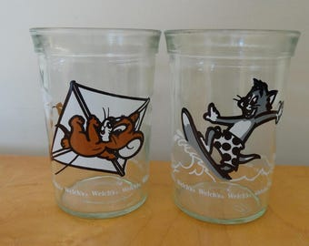 2 Tom and Jerry Welch's Jelly Jar Glasses, 1990, Turner Entertainment Co., Surfing Tom, Kite Flying Jerry
