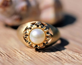 Vintage-Style  Pearl Ring with Sunburst, Alternative Engagement or Wedding Ring, Gold Band, Unique Ring, Round White Pearl, Anniversary Gift